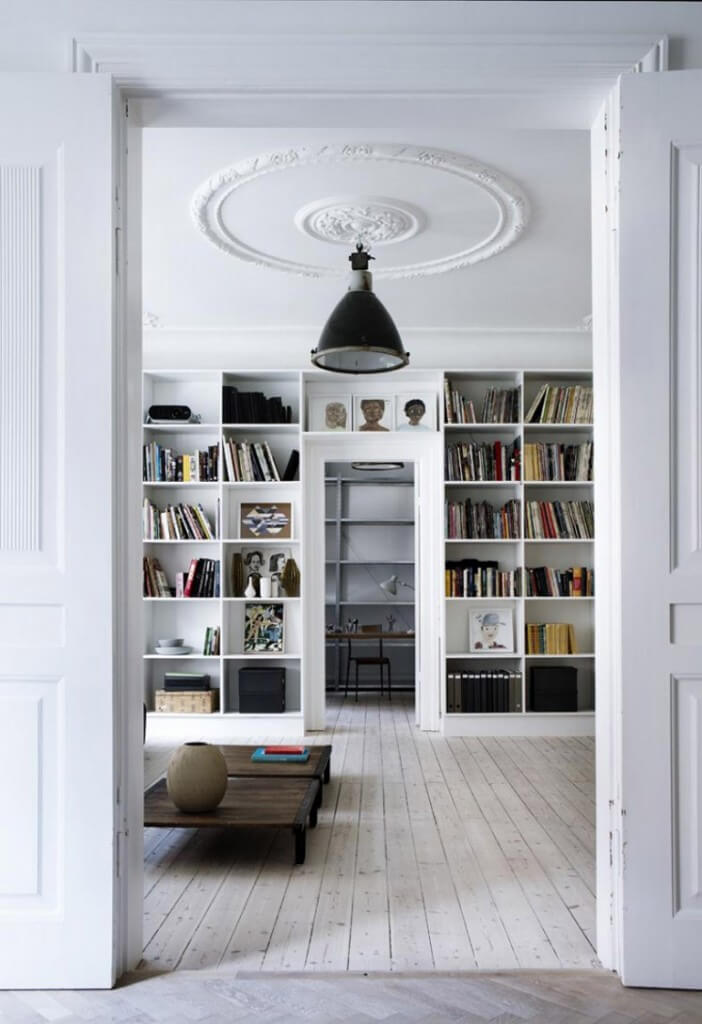 Library Yvonne Kone Home © Line Klein for Elle Decoration Est Magazine 702x1024