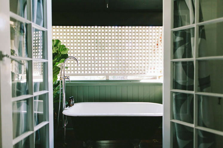 Suzie Wiley Achitect Bathroom Pixel Trade © Shantanu Starick Est Magazine