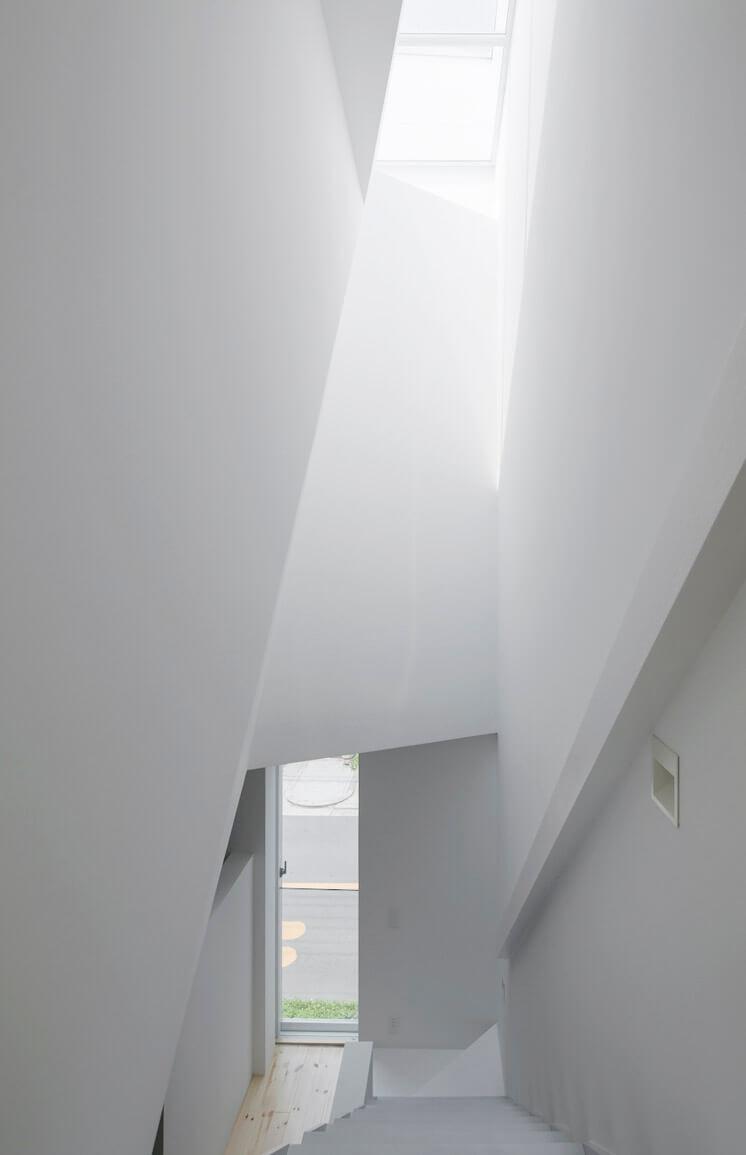 House in Tamatsu Kenji Architectural Studio © Yohei Sasakura02 Est Magazine