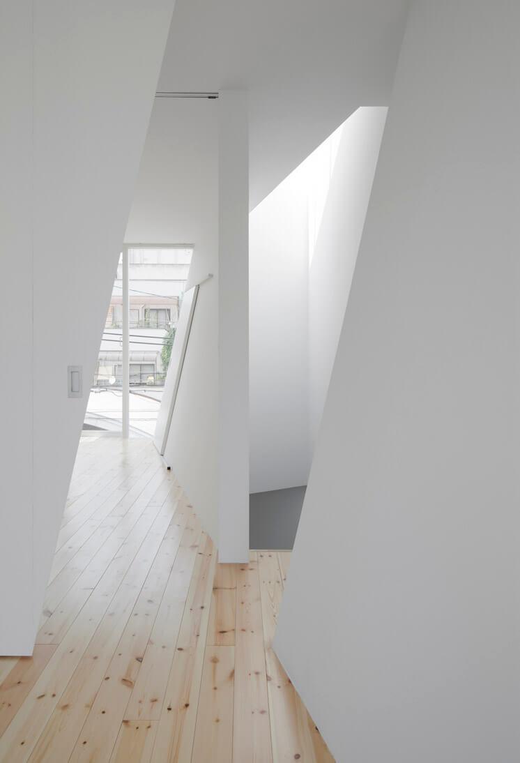 House in Tamatsu Kenji Architectural Studio © Yohei Sasakura03 Est Magazine