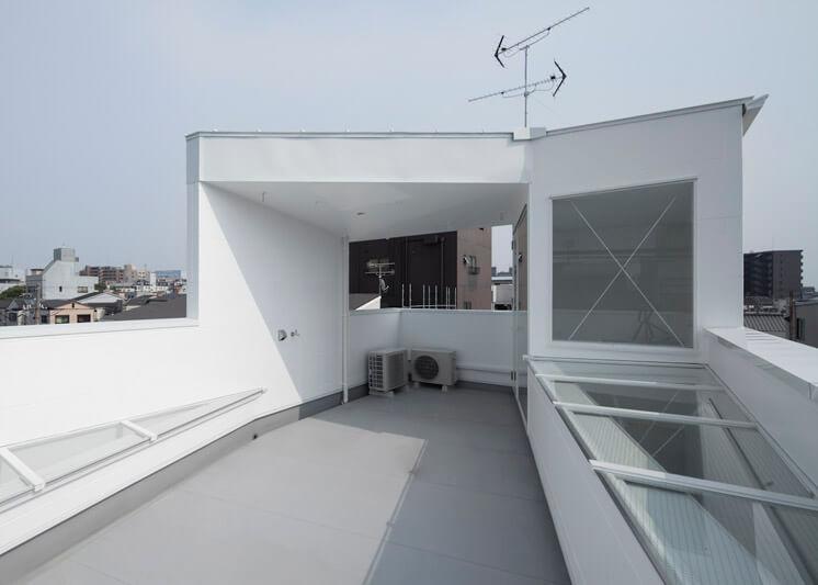 House in Tamatsu Kenji Architectural Studio © Yohei Sasakura05 Est Magazine