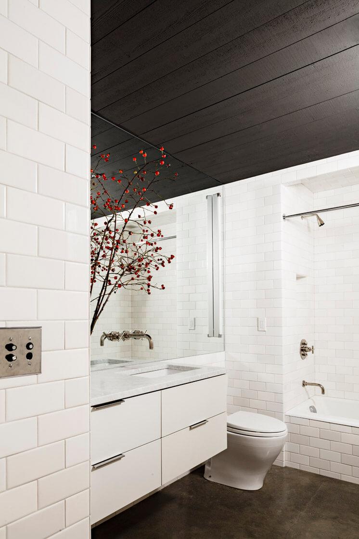 Jessica Helgerson Interior Design Portland Loft Bathroom © Lincoln Barbour 1 Est Magazine