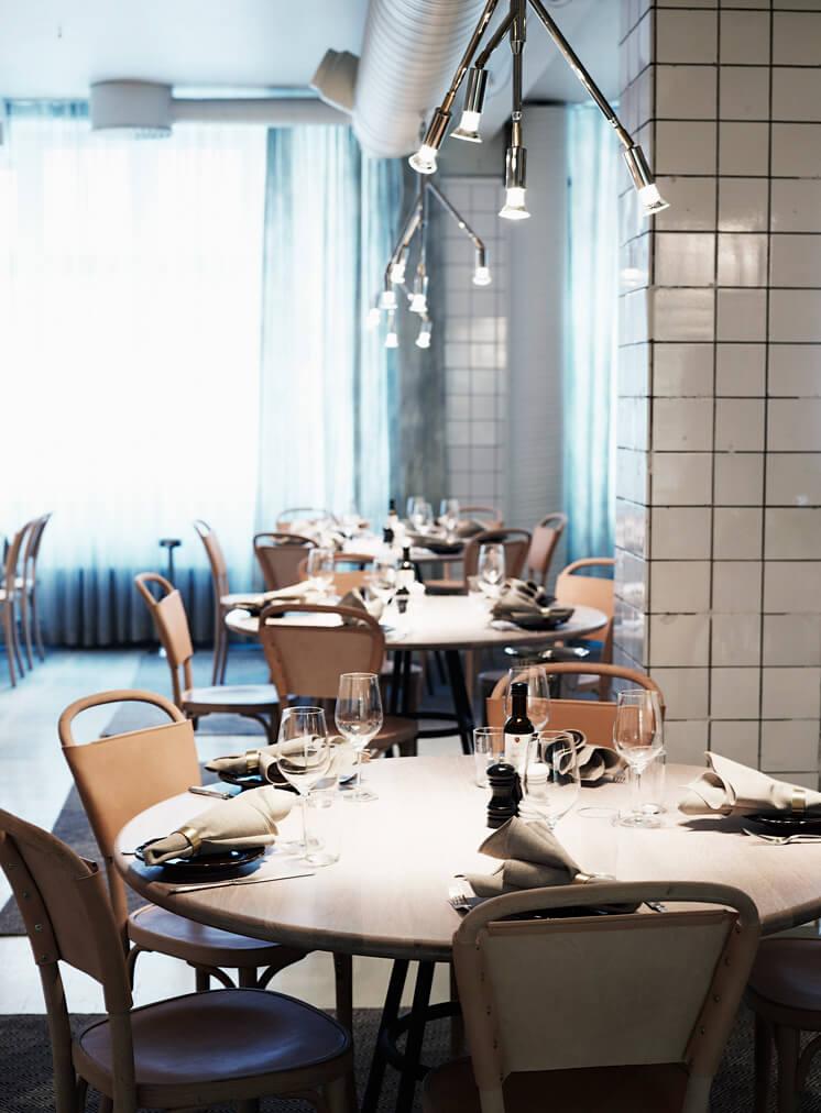 W18 AG Restaurant Dining Day2 746x1012