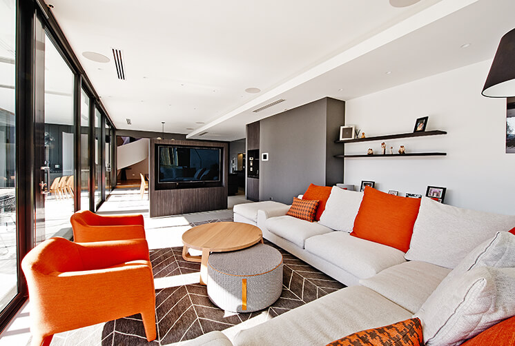 Rogerseller Home Lounge Main PostImage