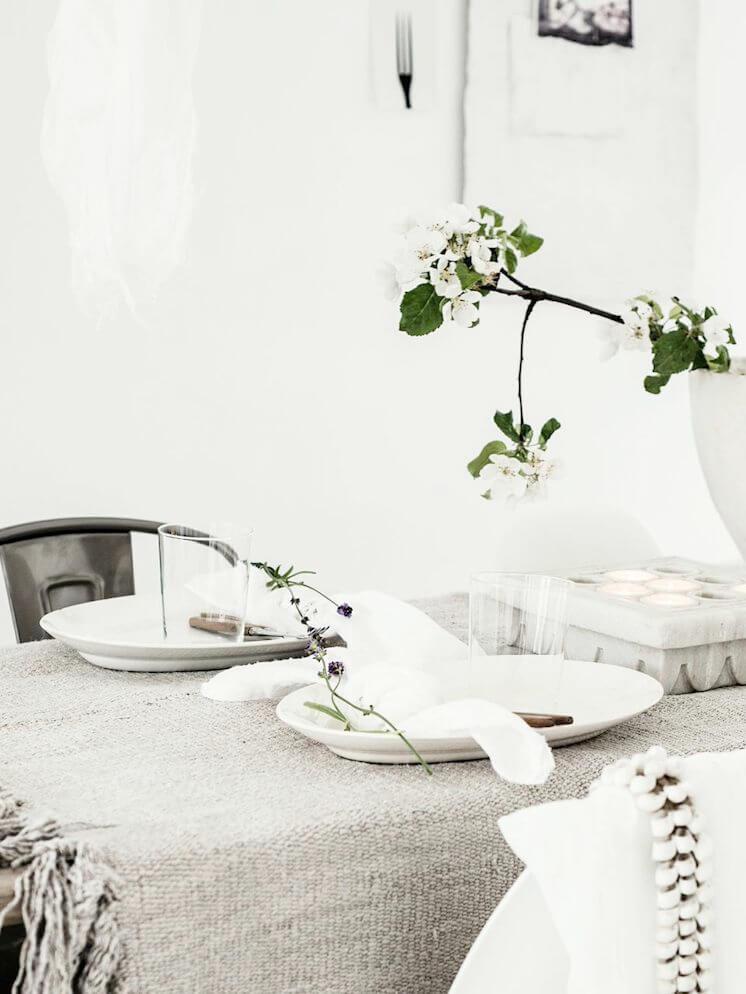 Est Magazine Table Styling Line Kay 03