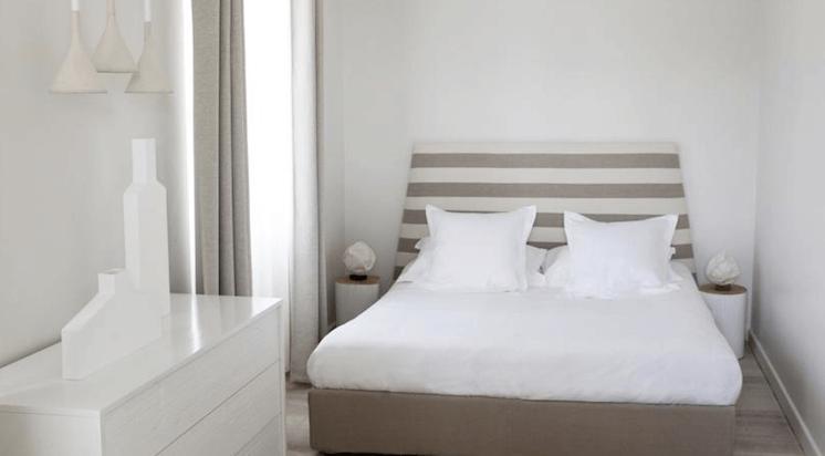 Est Magazine Hotel White 1921 St Tropez bedroom 02