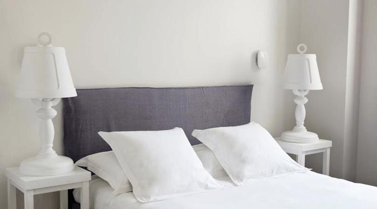Est Magazine Hotel White 1921 St Tropez bedroom 03