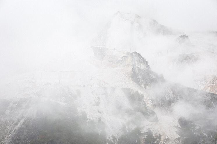 Est Magazine Carrara mountains1 kor30 b115 corrMP1