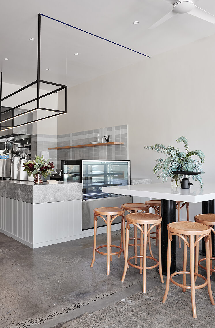 Astroluxe Cafe est living04