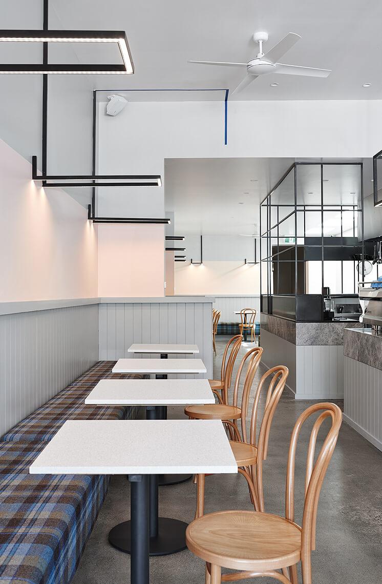 Astroluxe Cafe est living05