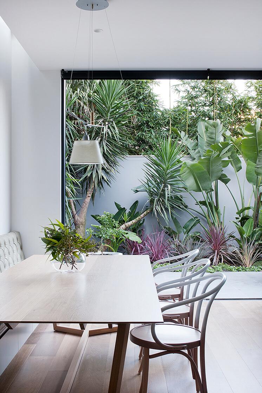 Robson Rak Courtyard House Dining Est Living