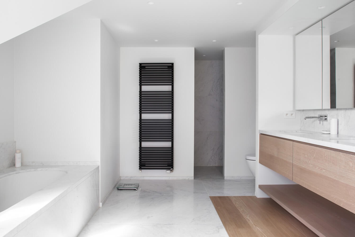 Est-Living-Elbeko-White-House-Belgium-Bathroom3