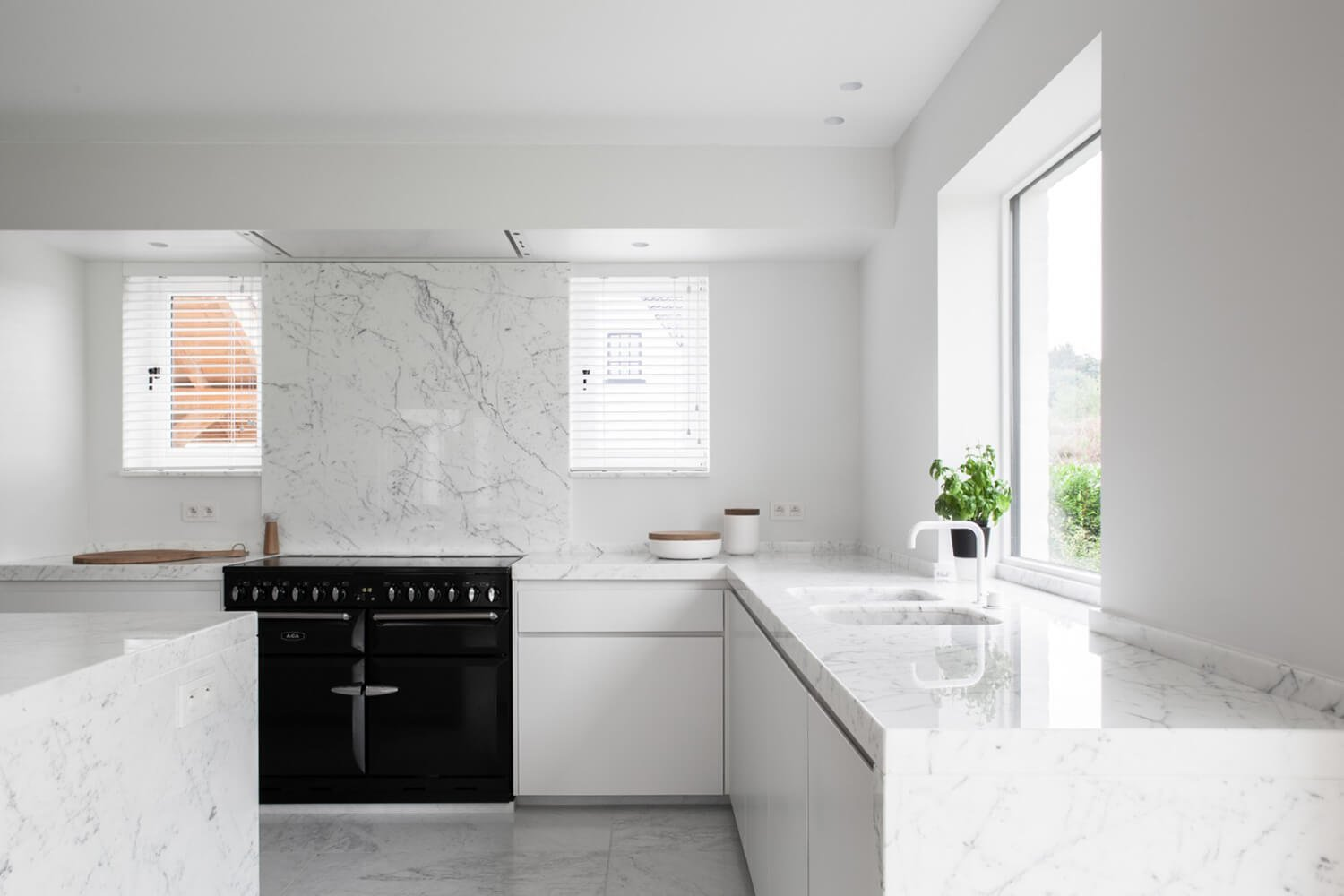 Est-Living-Elbeko-White-House-Belgium-Kitchen2
