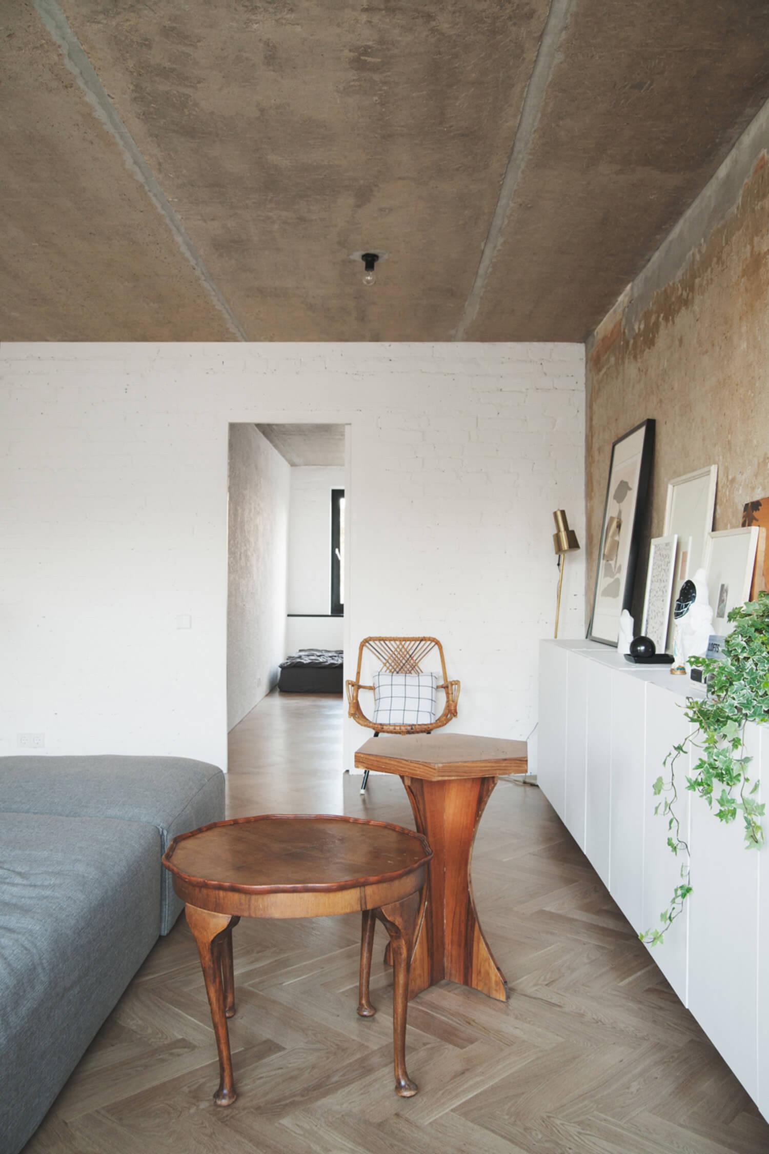 est living concrete ceiling apartment crosby studios.05