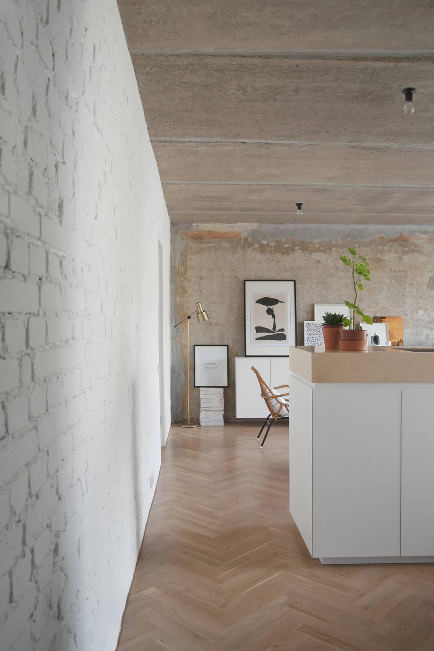 est living concrete ceiling apartment crosby studios.07