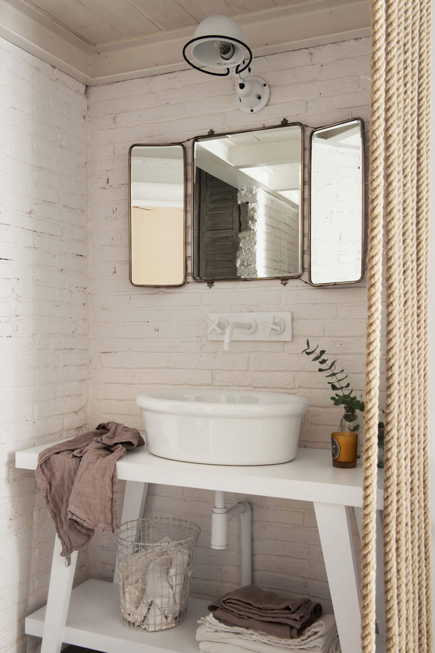 est living barcelona loft serrat tort architects bathroom