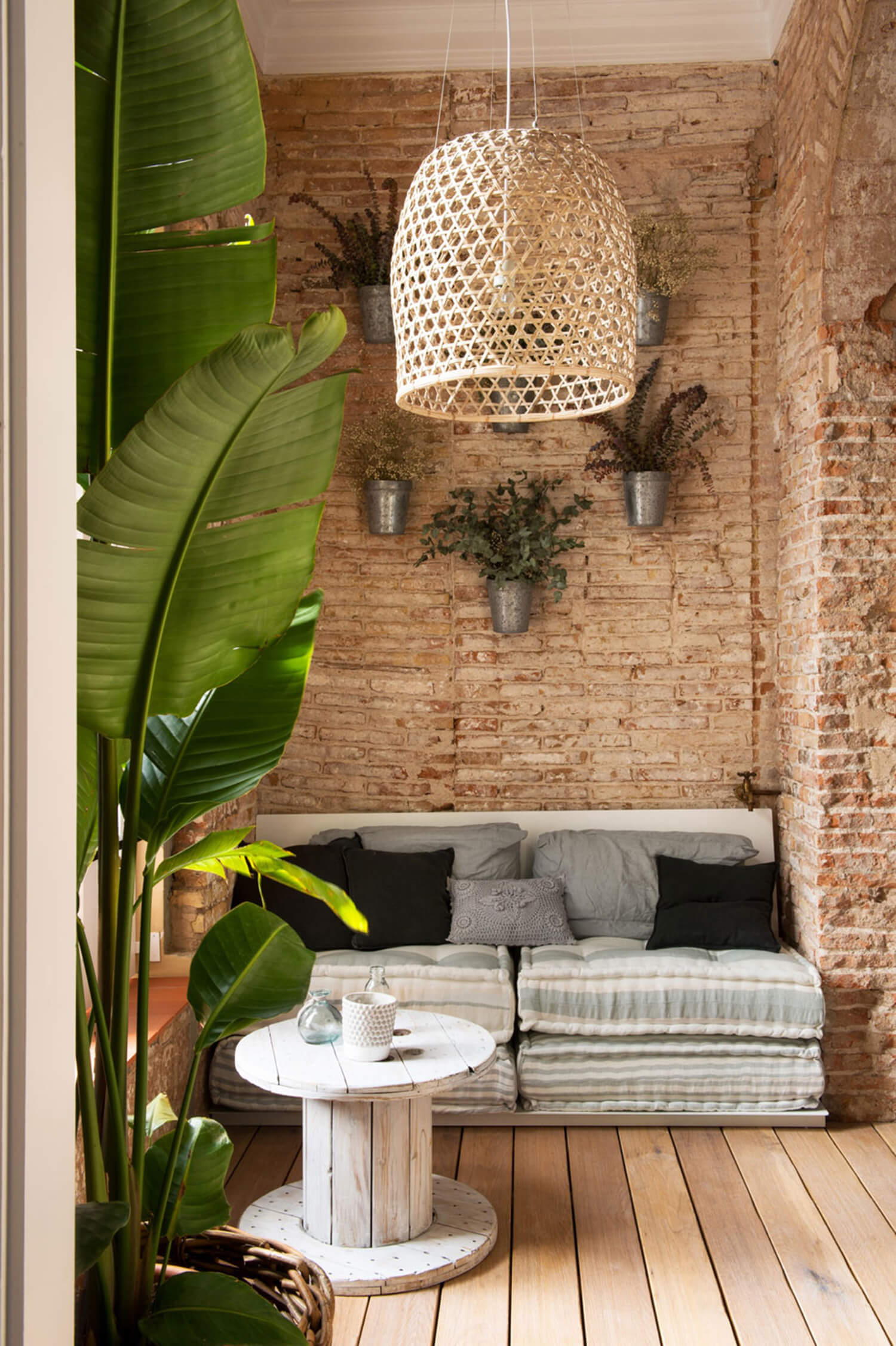 est living barcelona loft serrat tort architects brick walls