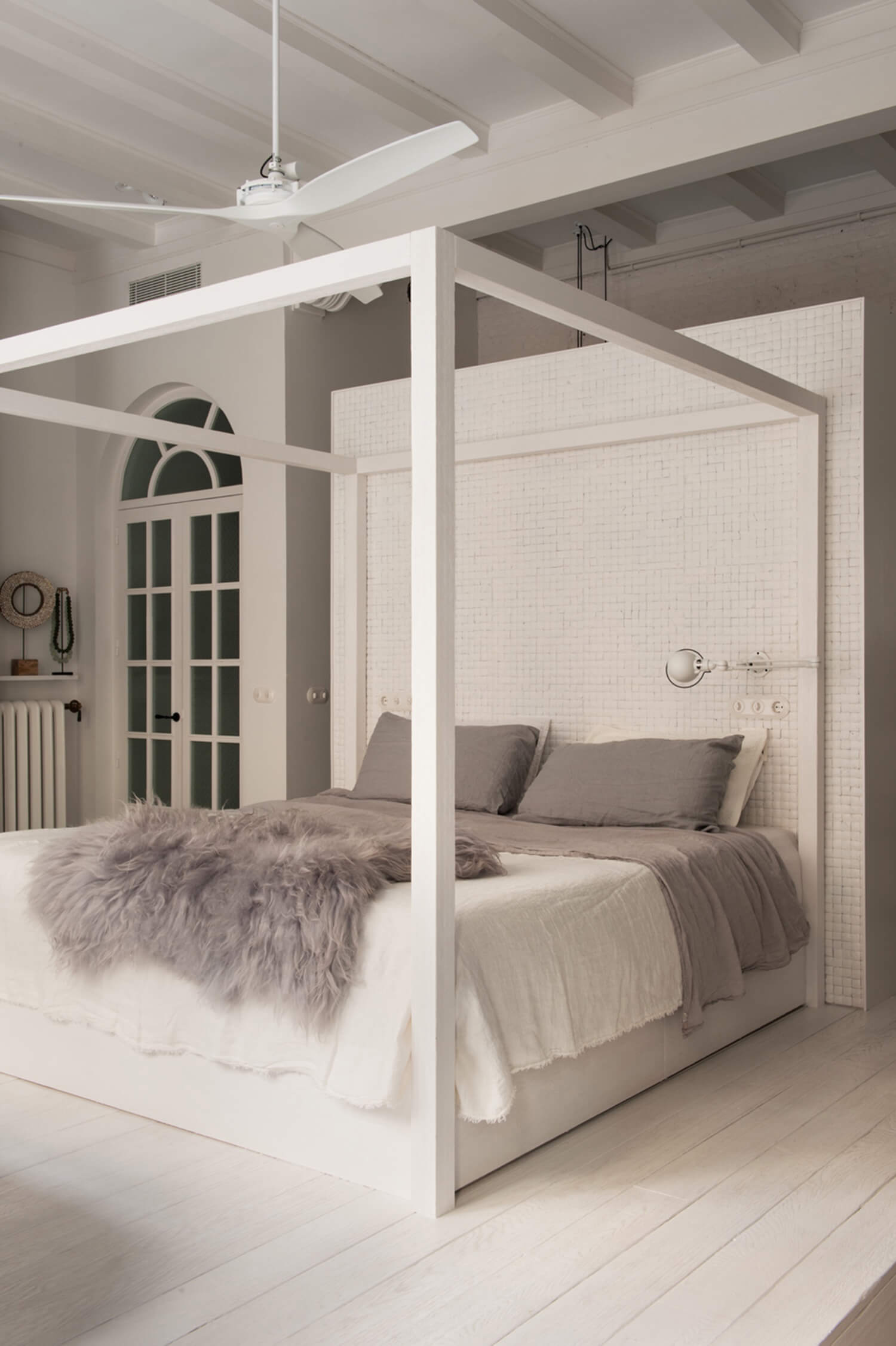 est living barcelona loft serrat tort architects master bed