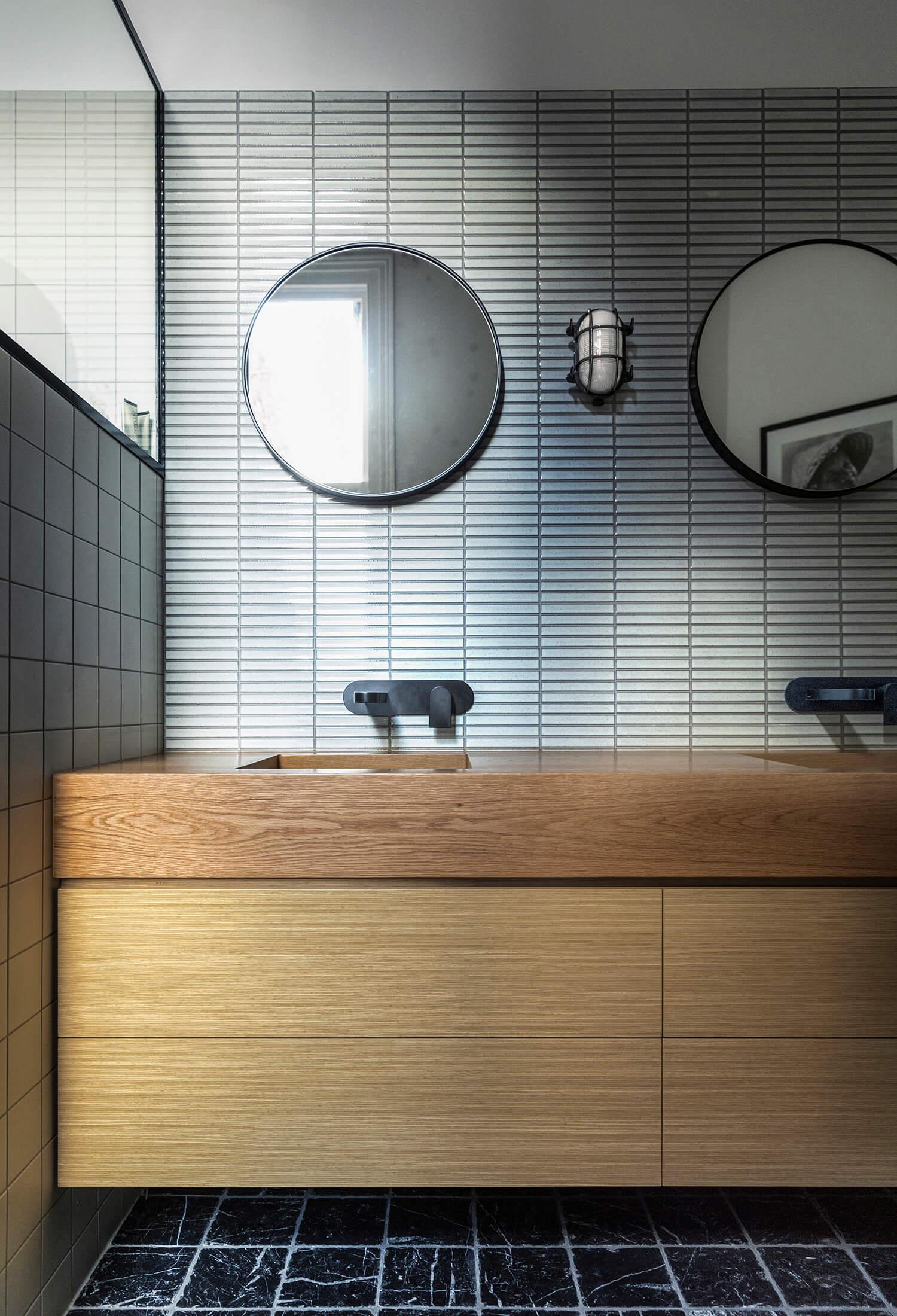 est living langdon house rogerseller bathroom 1