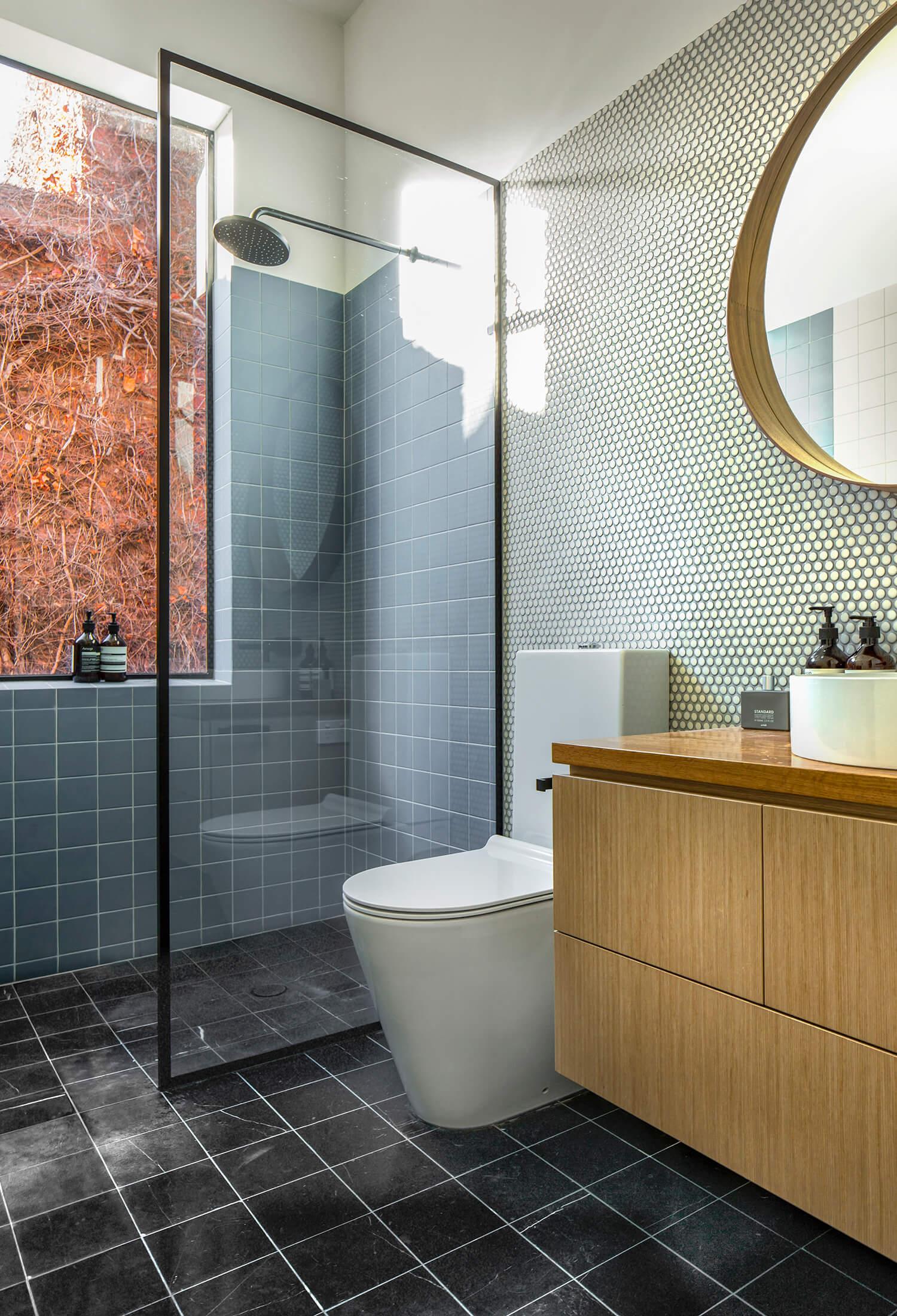 est living langdon house rogerseller bathroom.03