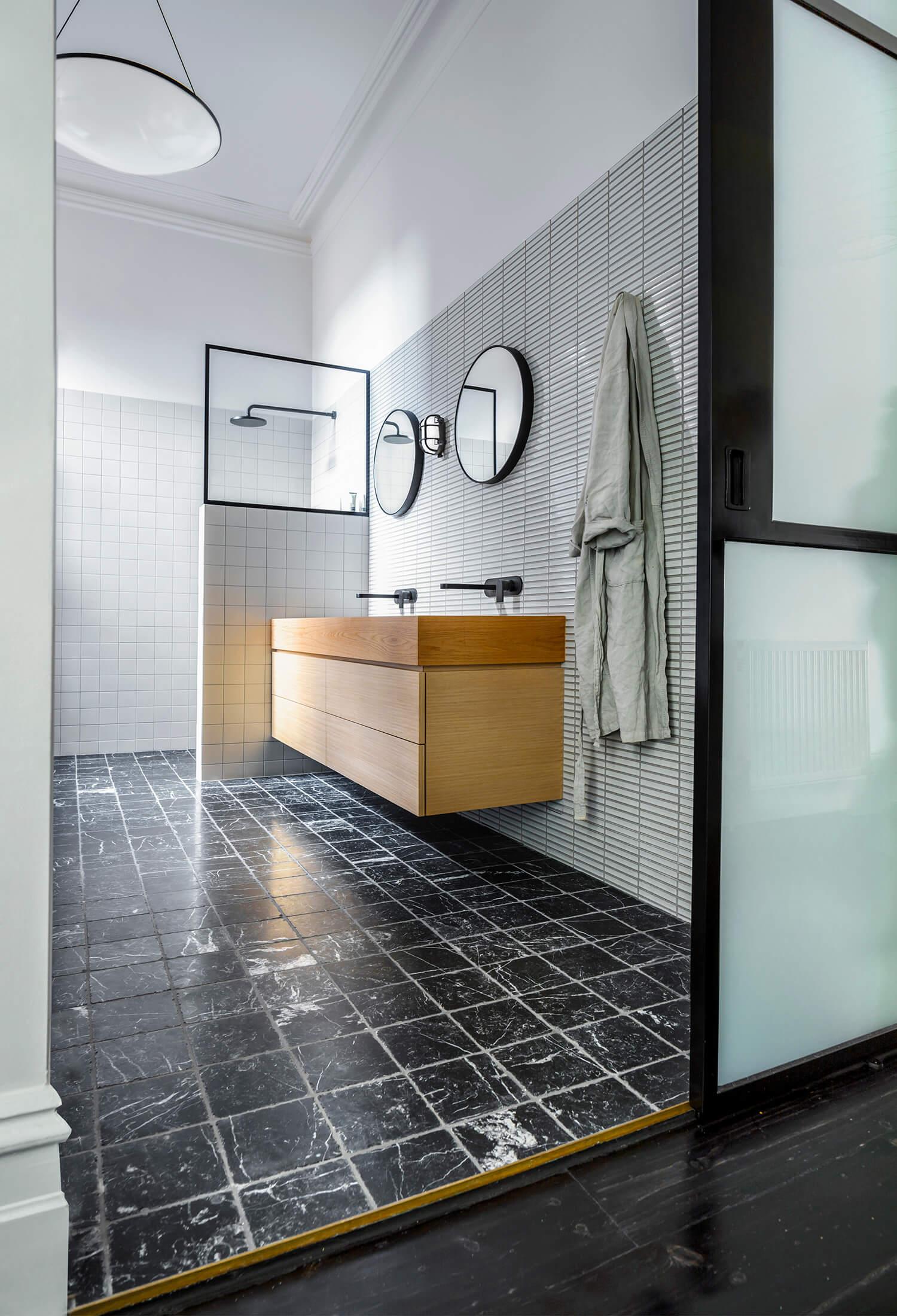 est living langdon house rogerseller bathroom.06