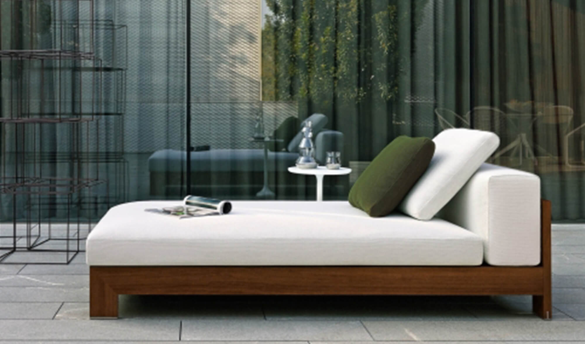 est living Get the Look Entertaining Outdoors Alison Iroko Outdoor Minotti Sofa