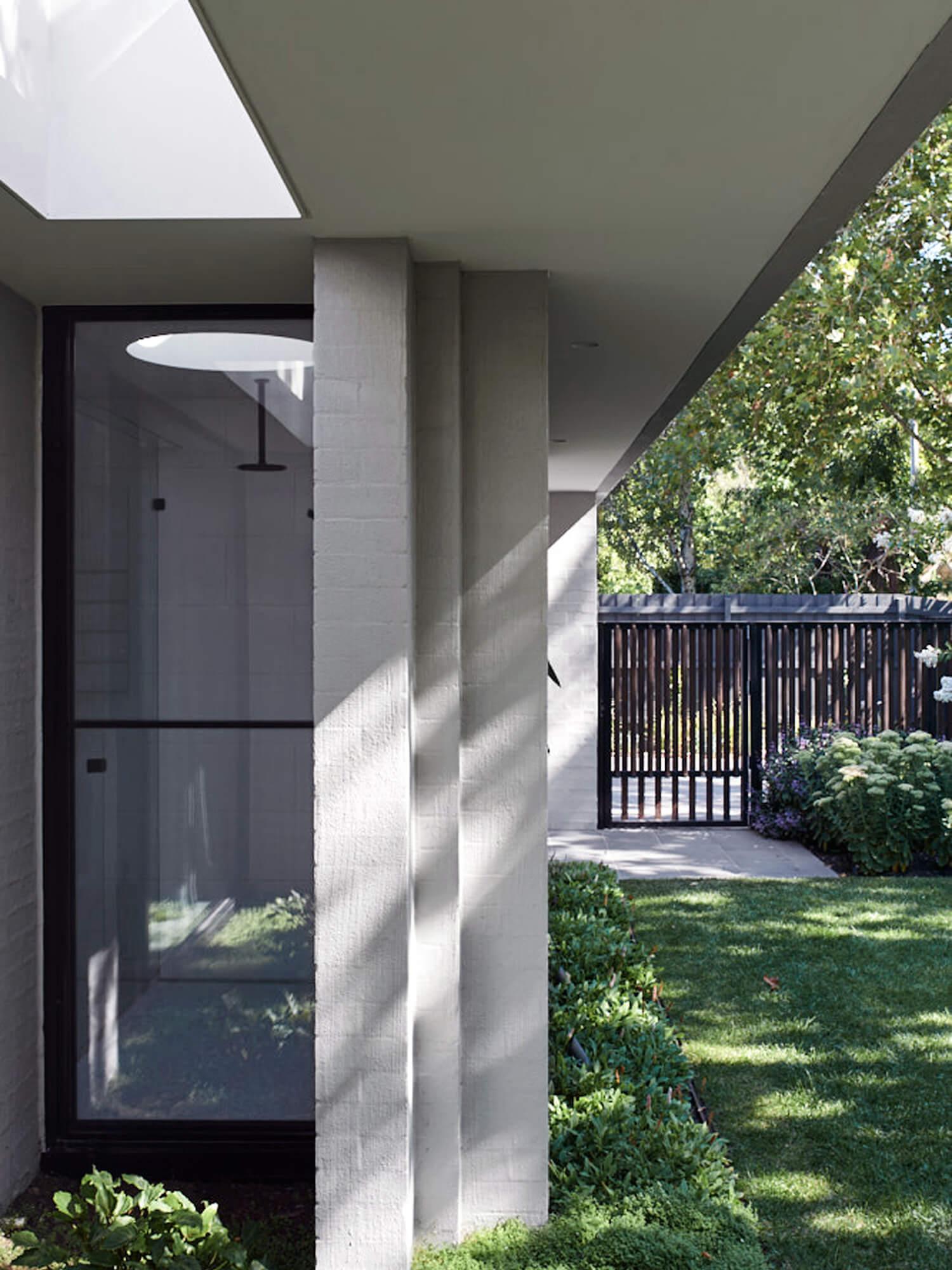 est living malvern east house pleysier perkins outdoor space 12
