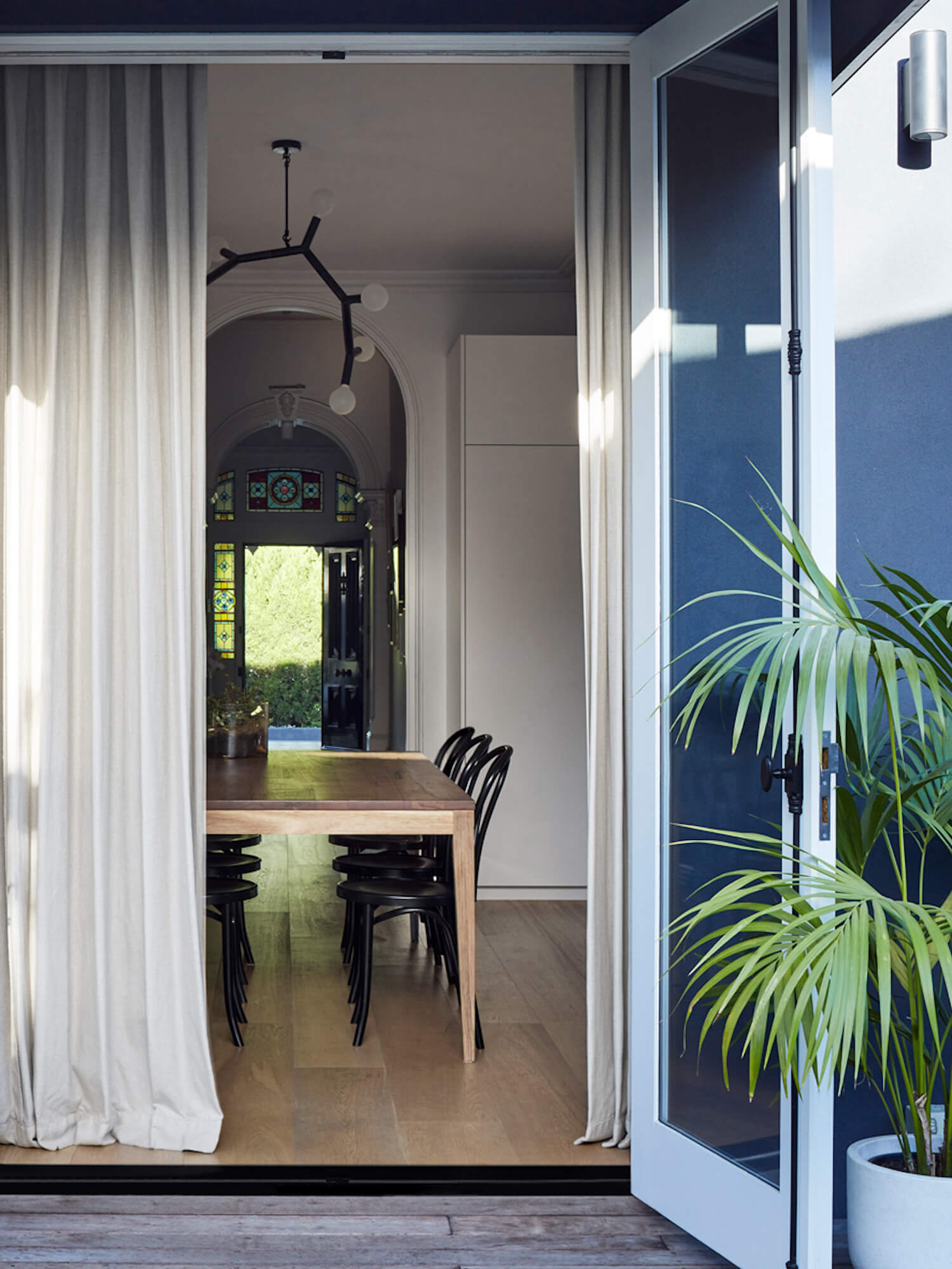 est living hawthorn residence studio wonder dining room 8