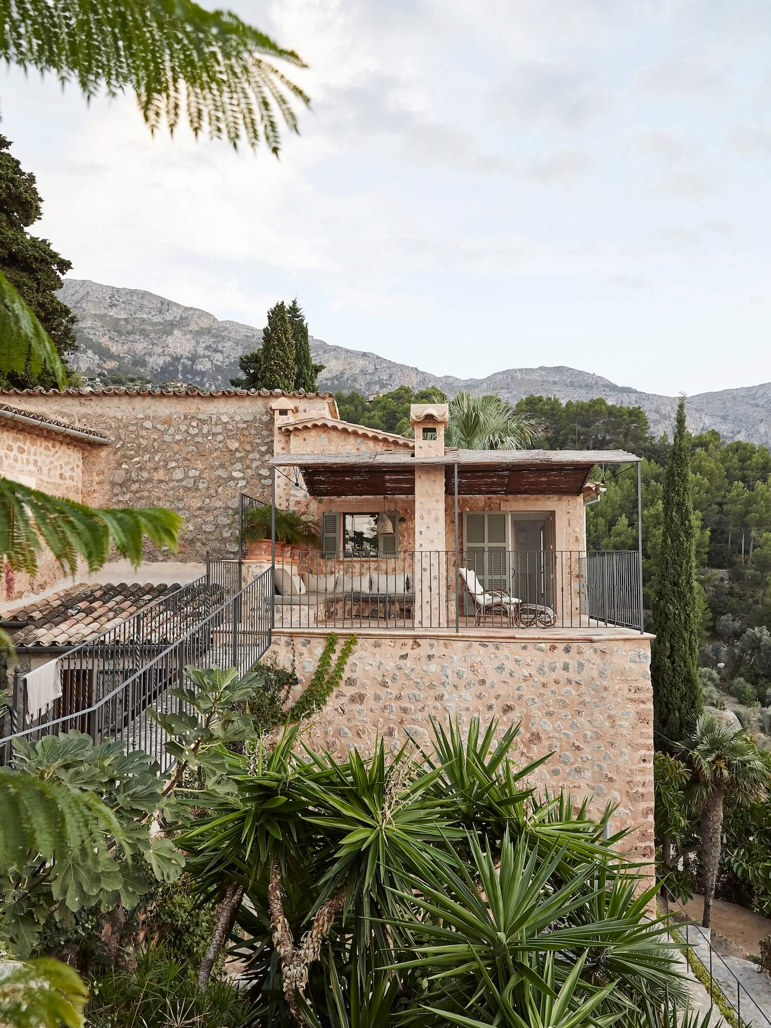 est living on top of the world mallorca house est magazine issue 28 6