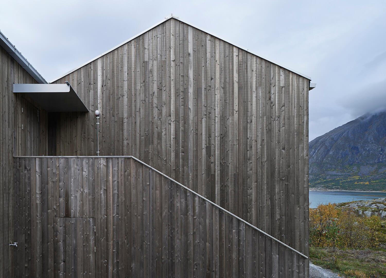 est living roundup log cabins window on the lake vega cottage kolman boye architects norway cabin 13