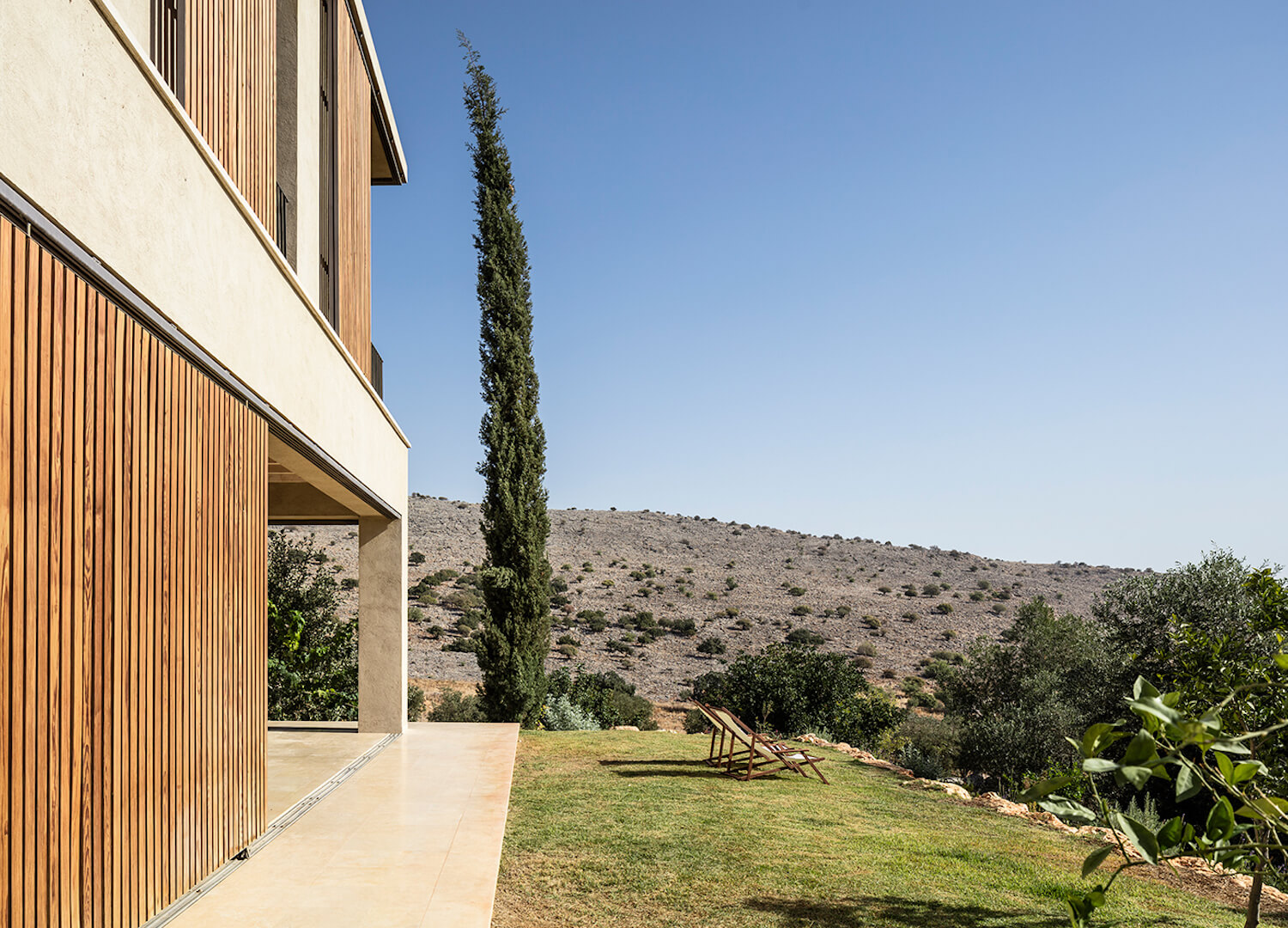 est living global interiors 08 Golany Architects Residence in the Galilee Amit Geron