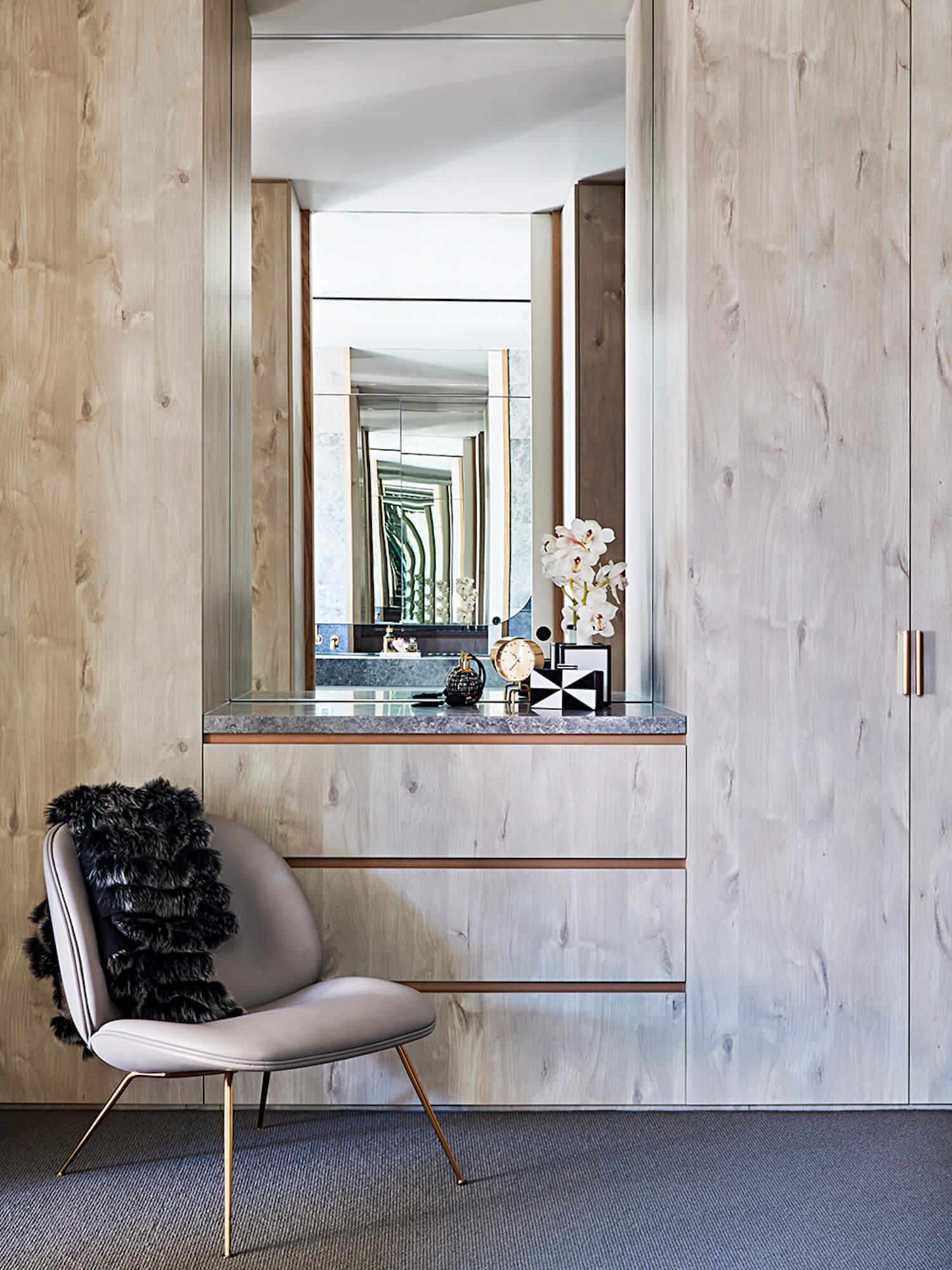 灰色木纹定制衣柜带梳妆台