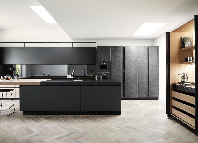 Kitchen | Modern Family Black & White Kitchen