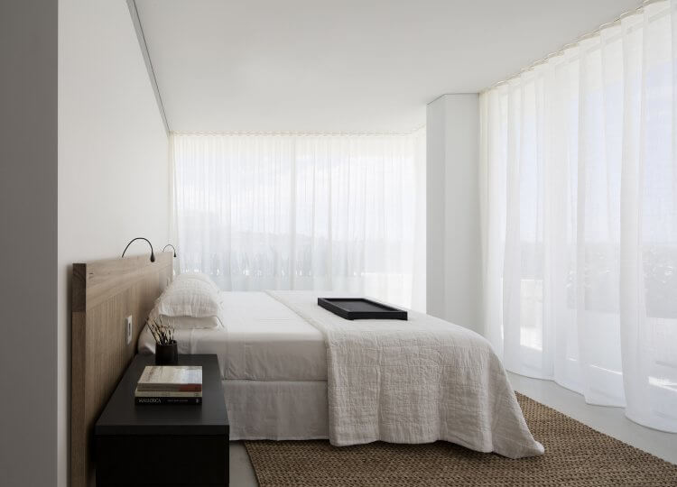 est living interiors bondi beach apartment redgen mathieson 12 750x540