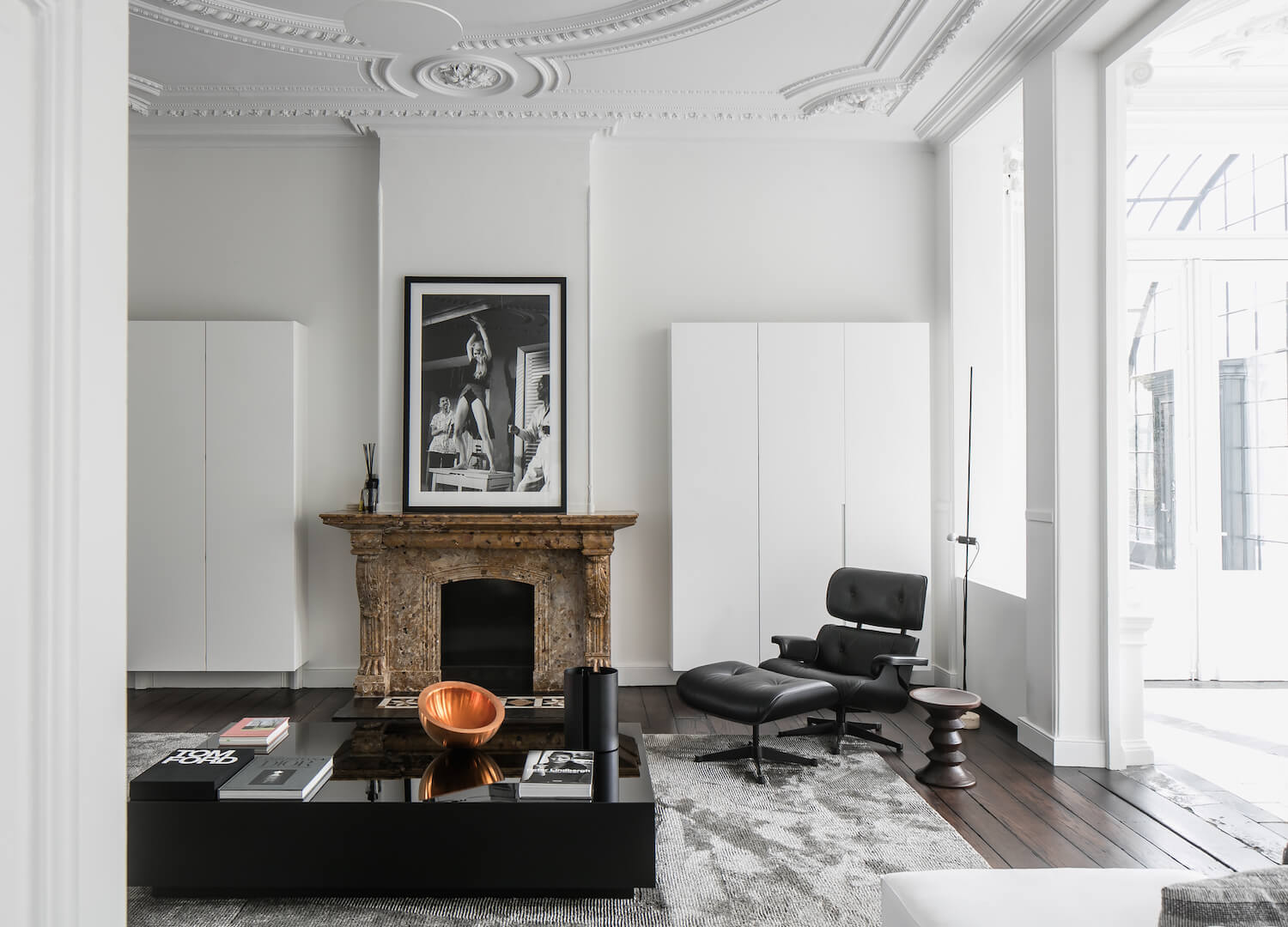 est living monochrome house studio niels 4