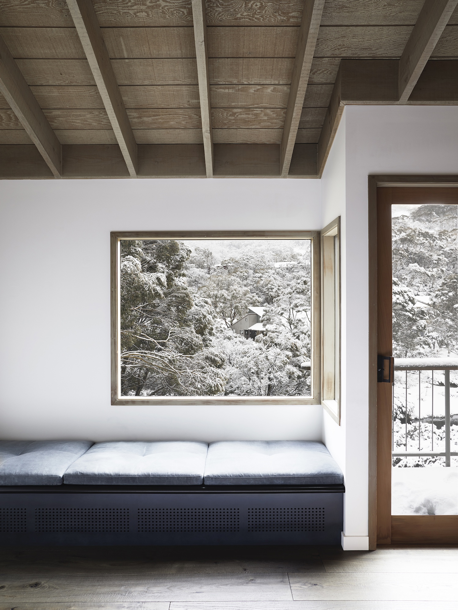 est living interiors nicholas gurney cedar cabin 06