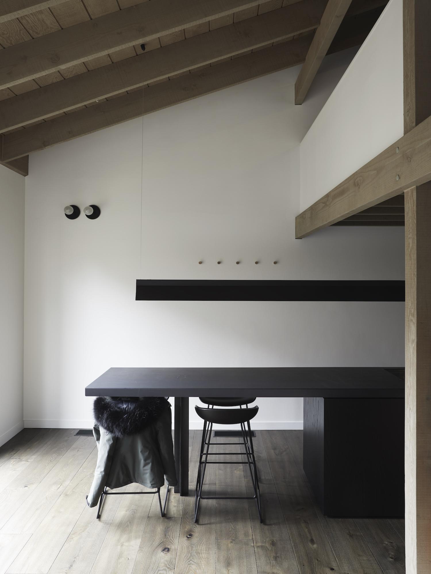 est living interiors nicholas gurney cedar cabin 14