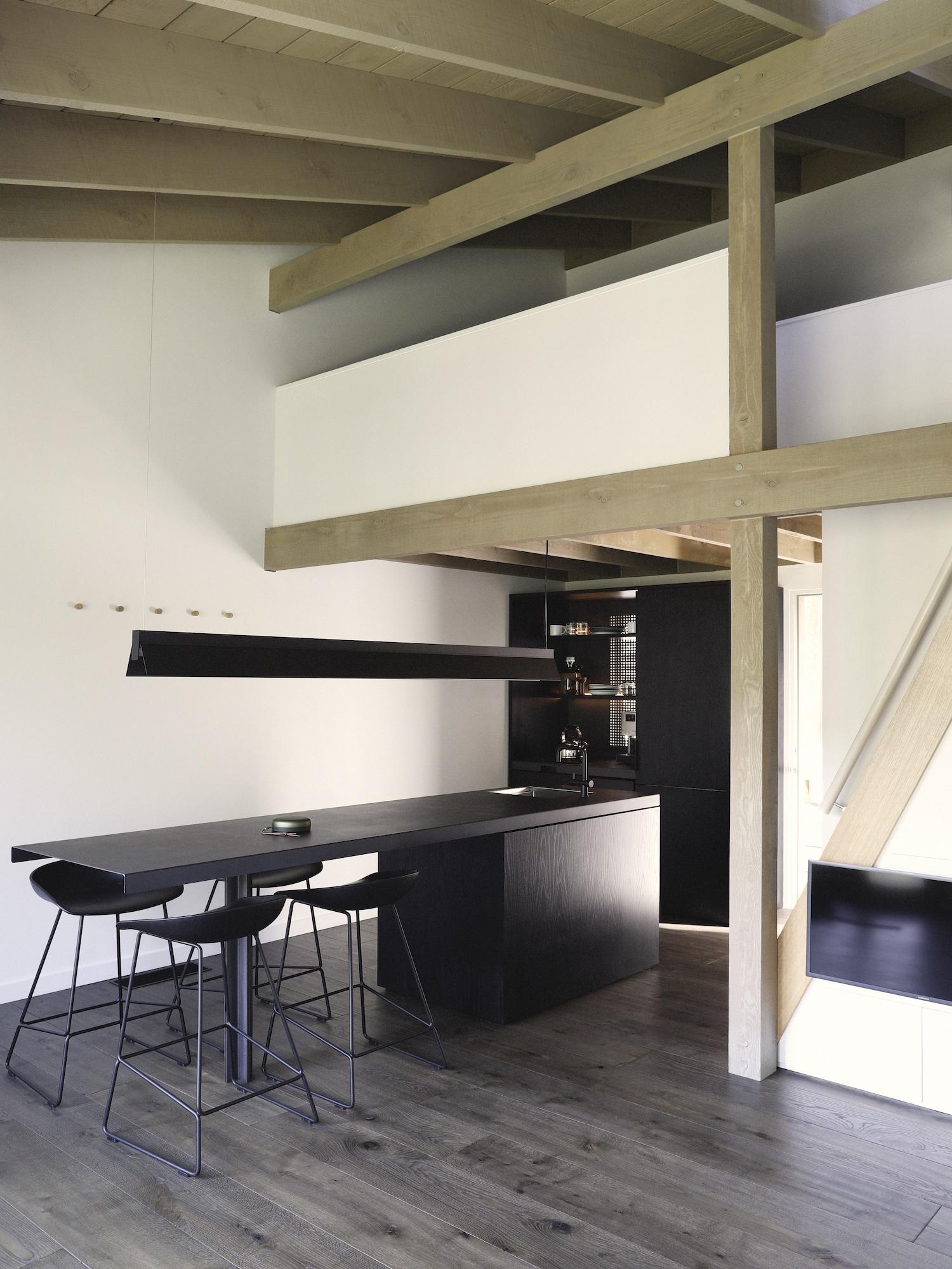 est living interiors nicholas gurney cedar cabin 16