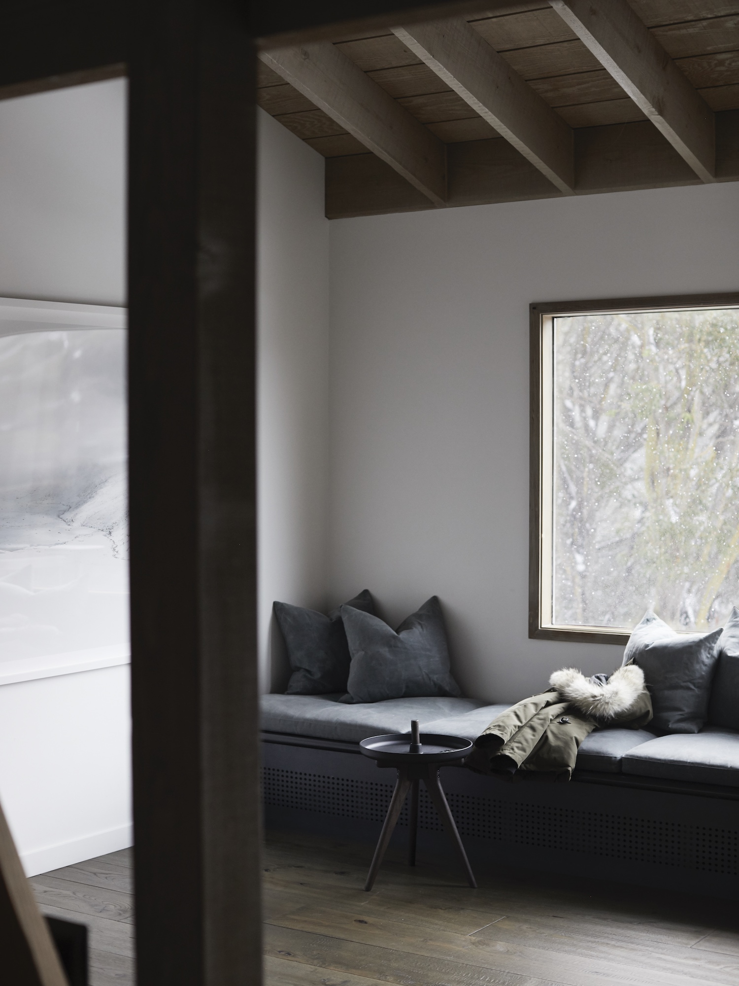 est living interiors nicholas gurney cedar cabin 21