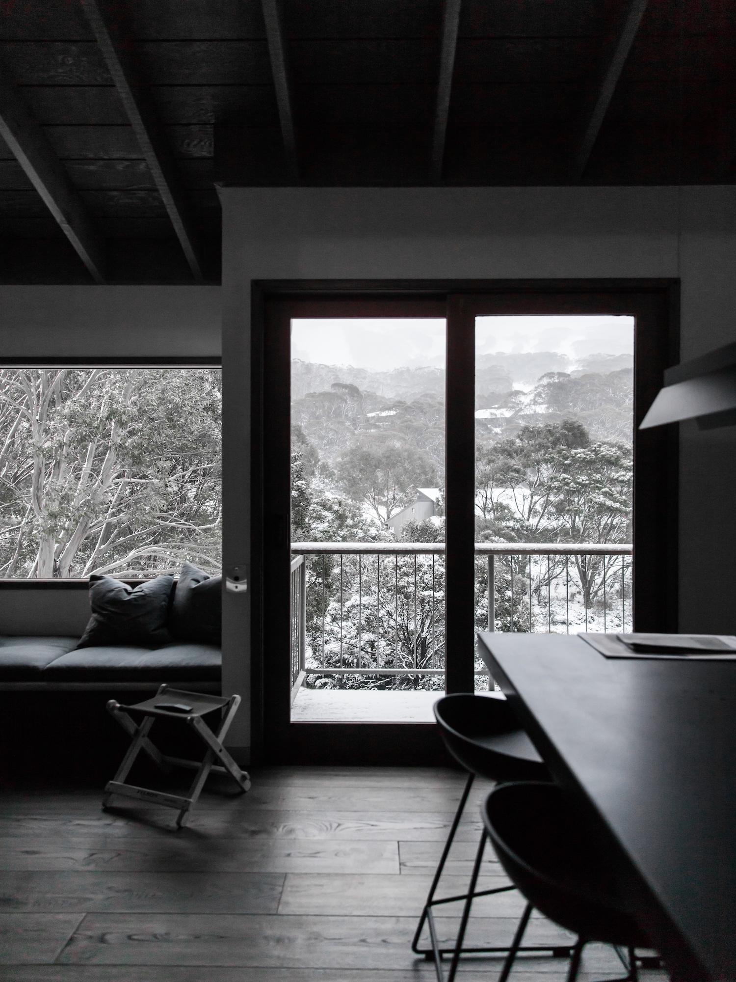 est living interiors nicholas gurney cedar cabin 22