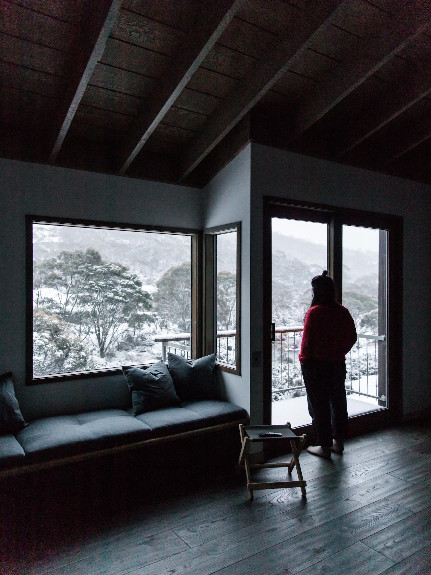 est living interiors nicholas gurney cedar cabin 24