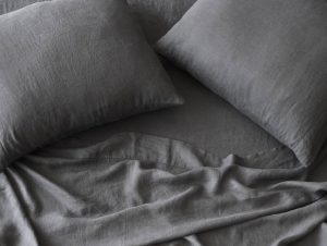 The Citizenry Stonewashed Linen Sheet Set (Charcoal)