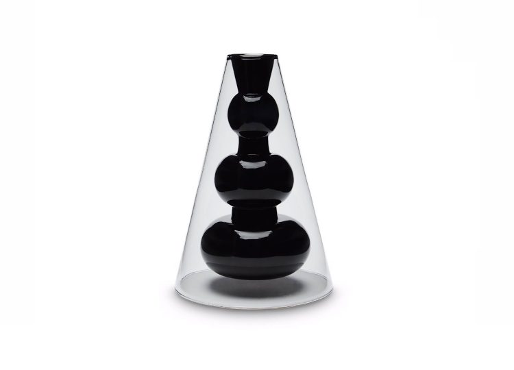 est living tom dixon bump vase cone 01 750x540
