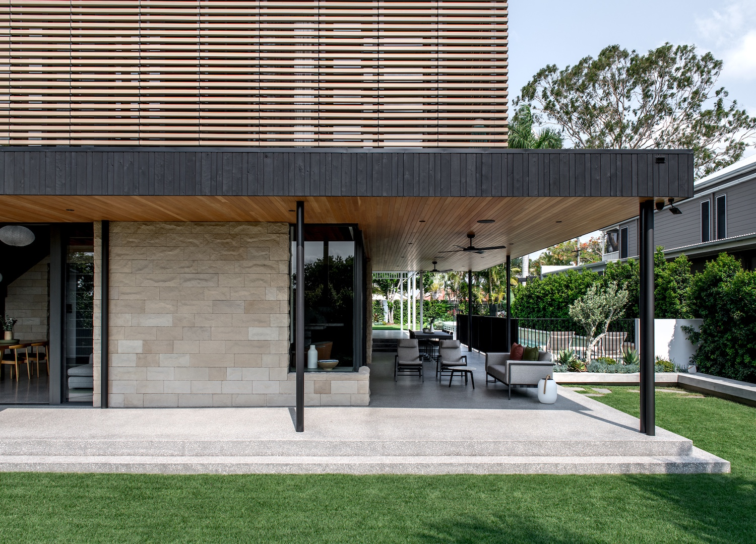 est living kelder architects avonleigh queenslander 05
