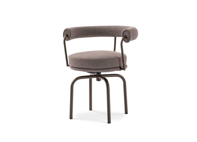 est living space furniture cassina lc7 outdoor chair 01 750x540