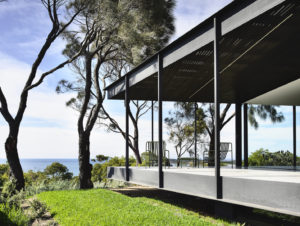 Bluff House by Rob Kennon Architects