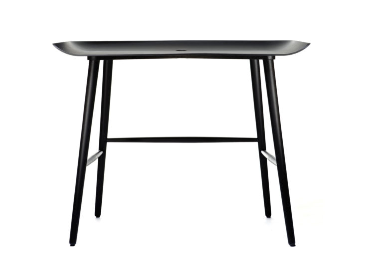est living moooi woood desk 750x540