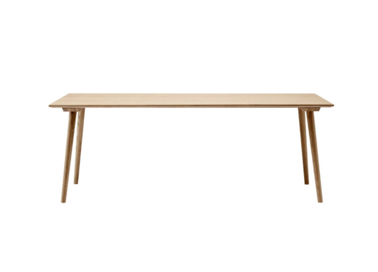 est living tradition in between dining table 01 750x540