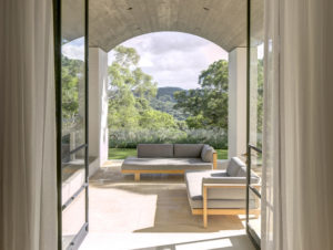 Designing Comfortable Indoor-Outdoor Living Spaces
