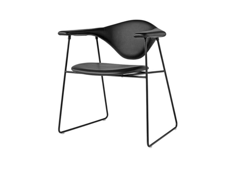 est living gubi masculo dining chair 01 750x540